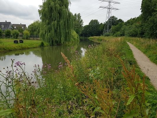 Wandelen over het Romeinse Limespad op jaagpad langs de Oude Rijn