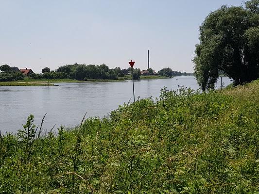 Wandelen over het Romeinse Limespad bij de Oude Rijn bij Renkum