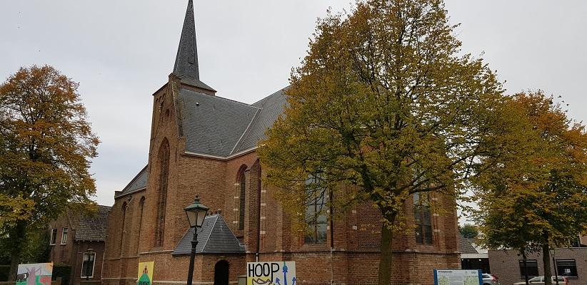 Wandelen over het Romeinse Limespad bij de kerk in Zwammerdam