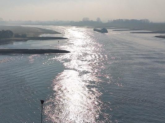 De Rijn op wandeling over Roots Natuurpad van Doorwerth naar Winssen