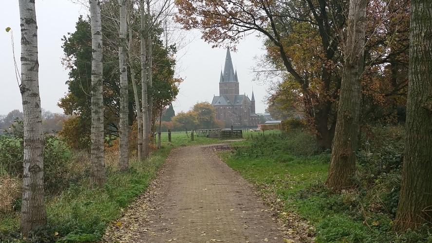 Zicht op Bergharen op een wandeling van Hernen naar Winssen over het Roots Natuurpad
