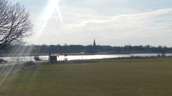 Zicht op IJssel en Wijhe op een wandeling over het Roots Natuurpad van Wijhe naar Heerde