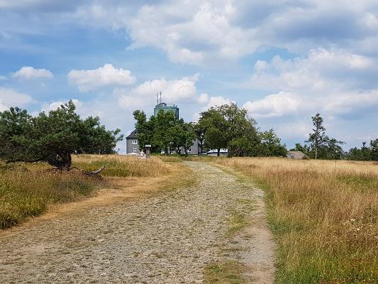 Kahler Asten tijdens wandeling van Kahler Asten naar de Hoheleyehutte over de Rothaarsteige in Sauerland in Duitsland