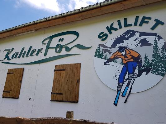 Kahler Pön Skilift in Ussseln tijdens wandeling van Willingen naar Usseln op wandelreis over Rothaarsteige in Sauerland in Duitsland