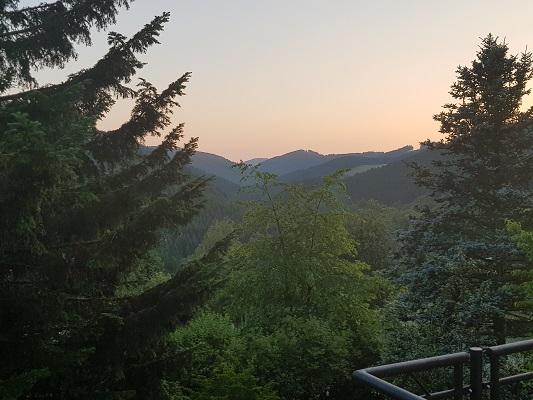 Bergland op wandeling van Winterberg naar Kahler Asten tijdens wandelreis over Rothaarsteige in Sauerland in Duitsland