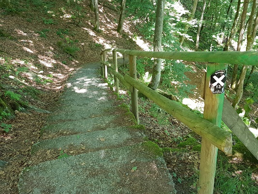 Wandelpad over Filosofenpad op wandeling van Winterberg naar Kahler Asten tijdens wandelreis over Rothaarsteige in Sauerland in Duitsland