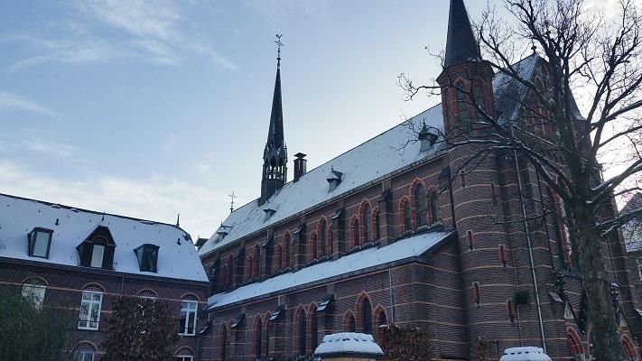 Kruisherenkapel tijdens een wandeling langs monumenten in Uden in Noord-Brabant