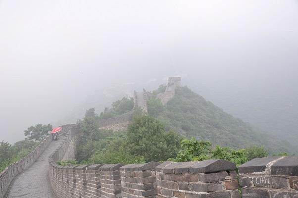 Mist tijdens een wandeling over de Chinese Muur in China