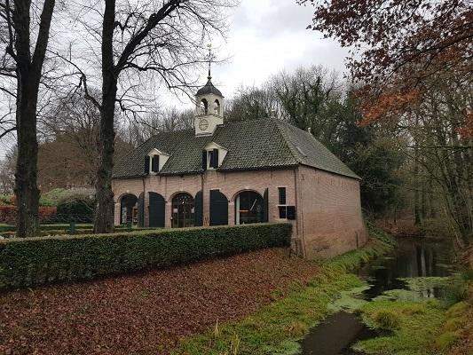 Huize Echten tijdens wandeling over het Westerborkpad van Hoogeveen naar Meppel