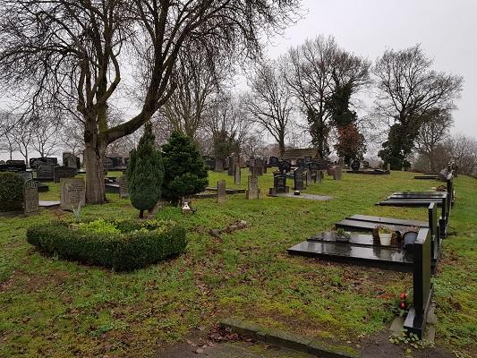 Begraafplaats Koekange tijdens wandeling over het Westerborkpad van Hoogeveen naar Meppel