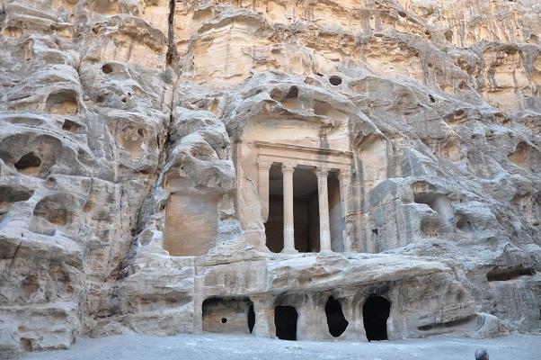 Offerplaats in Little Petra tijdens een wandelreis van SNP door Jordanië