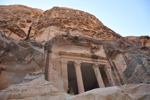 Little Petra tijdens een wandelreis van SNP door Jordanië