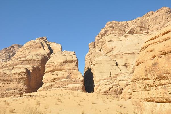 Wandeling in Wadi Rum tijdens een wandelreis van SNP door Jordanië