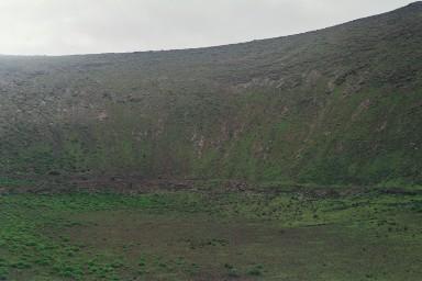 Krater bij Mancha Blancatijdens een wandelvakantie op Canarisch Eiland Lanzarote