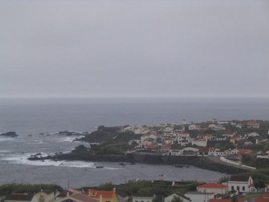 Zicht op Ponta Delgado tijdens een wandelvakantie op eiland Sao Miguel op de Azoren