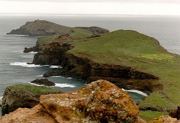 Ruige kust bij Sao Lourenco op wandelvakantie op Portugees eiland bloemeneiland Madeira