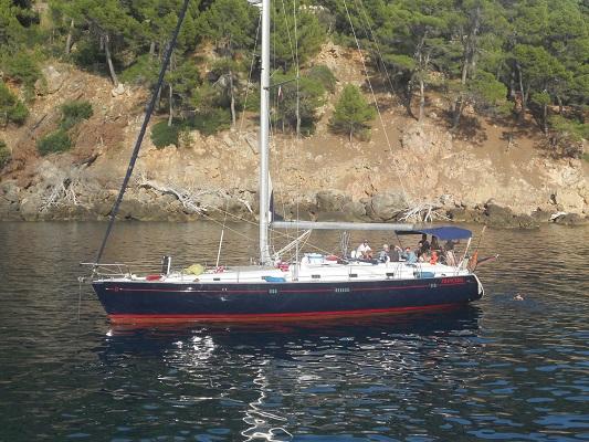 Zeilboot bij Port de Soller op wandelvakantie in Tramuntanagebergte op Spaans eiland Mallorca