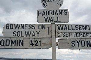Wegwijzer in Carlisle Wandelreis over de Hadrian Wall, de muur van Hadrianus in Engeland