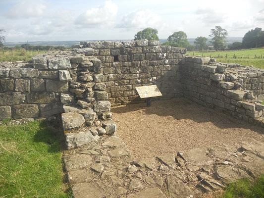Romeinse nederzetting op een wandeling van Heddon on Wall naar Chollerford op een wandelreis over de Muur van Hadrianus in Engeland