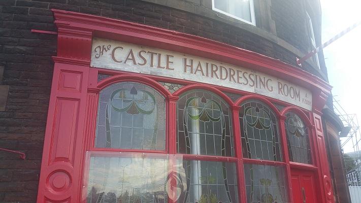 Kapperszaak in Carlisle tijdens wandeling van Lanercost naar Carlisle tijdens wandelreis over Muur van Hadrianus in Engeland