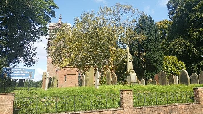 Kerk in Carlisle tijdens wandeling van Lanercost naar Carlisle tijdens wandelreis over Muur van Hadrianus in Engeland