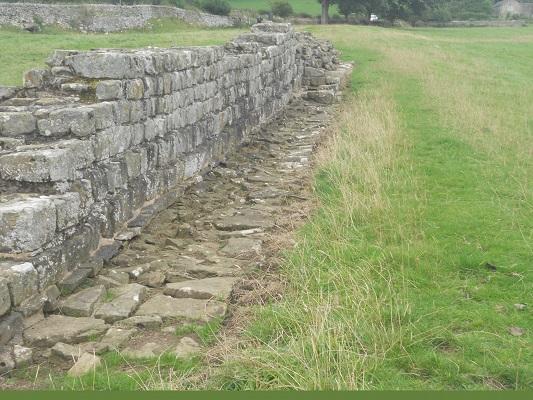 Muur op een wandeling van Wallsend naar Heddon on Wall op een wandelreis over de Muur van Hadrianus in Engeland