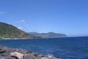 Noordkust bij Ponta Delgado tijdens wandelvakantie op Portugees eiland Sao Miguel op de Azoren