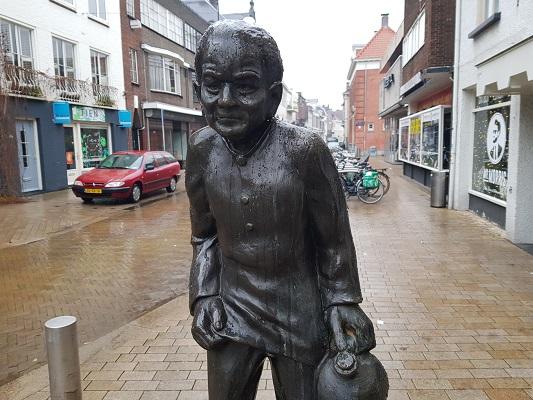 Kunstwerk De Kruikenzeiker tijdens wandeling Kort rondje Kunst in Tilburg van Brabant Vertelt