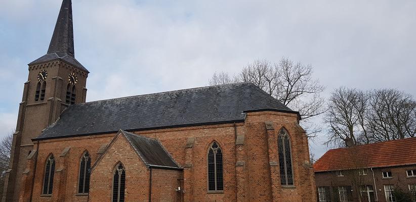Sint Laurentiuskerk Kekerdom op IVN-wandeling door de Millingerwaard