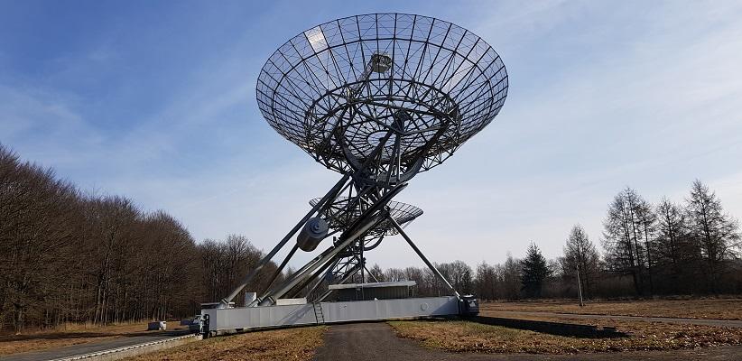 Telescoop sterrenwacht Westerbork op wandeling over het Roots Natuurpad van Papenvoort naar Hooghalen