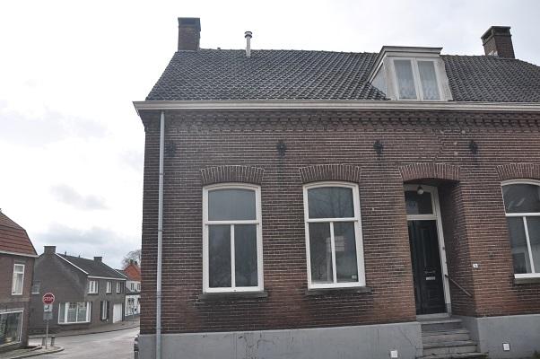 Wandeling Antoon Coolen in Lith bij woonhuis met praktijk van Jacob Wiegersma