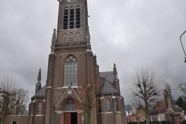 Wandeling Antoon Coolen in Lith bij Sint Lambertuskerk