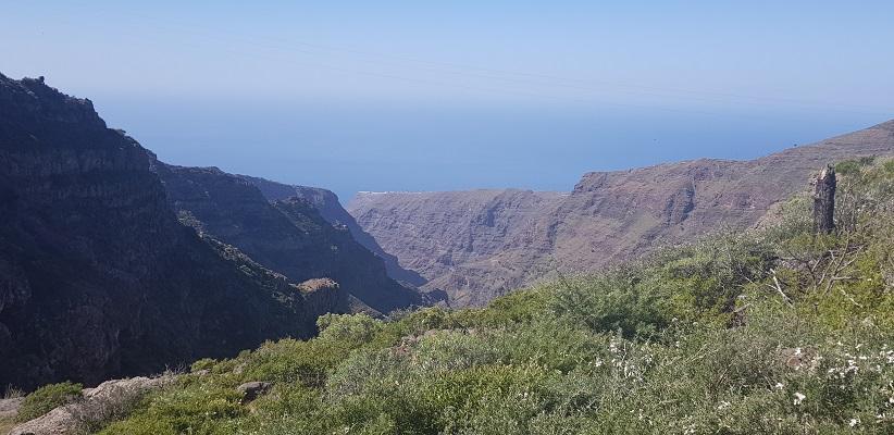 Wandeling op Canarisch Eiland La Gomera van Nationaal Park Garajonay naar Chipude bij barranco Erque