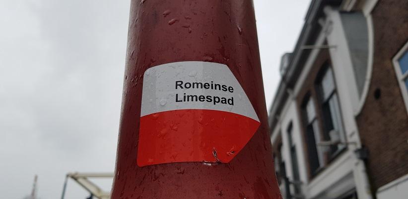 Wandelen over het Romeinse Limespad bij markering in Bodegraven