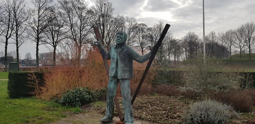 Oorlogsmonument Geertruidenberg op een wandeling over de Zuiderwaterlinie van Oosterhout via Geertruidenberg naar Hooipolder