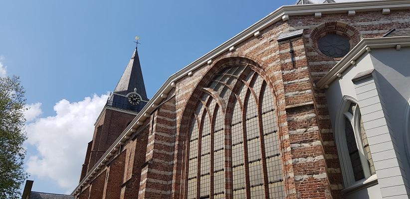 Wandelen over het Romeinse Limespad van Driebruggen naar Woerden bij de Petruskerk in Woerden