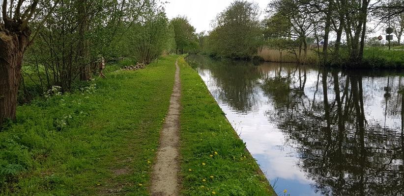 Wandelen van Harmelen naar Woerden over het Romeinse Limespad over jaagpad langs de Oude Rijn