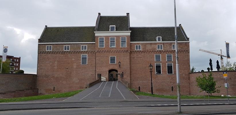 Wandelen van Harmelen naar Woerden over het Romeinse Limespad bij kasteel Woerden
