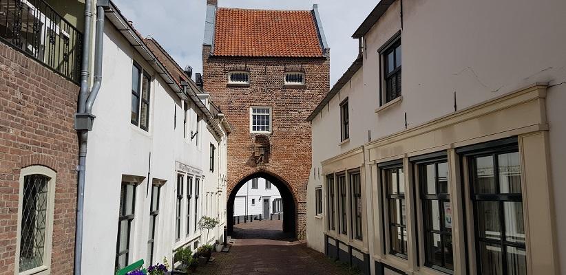Wandeling over het vernieuwde Waterliniepad van Woudrichem via voetveer naar Slot Loevestein bij Gevangenenpoort