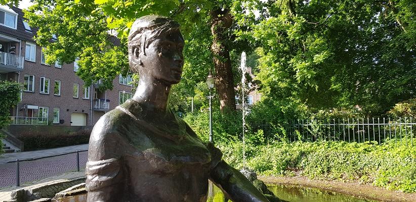 Wandelen buiten de binnenstad van Nijmegen over het Berg en Dalpad bij het wasvrouwtje in Beek