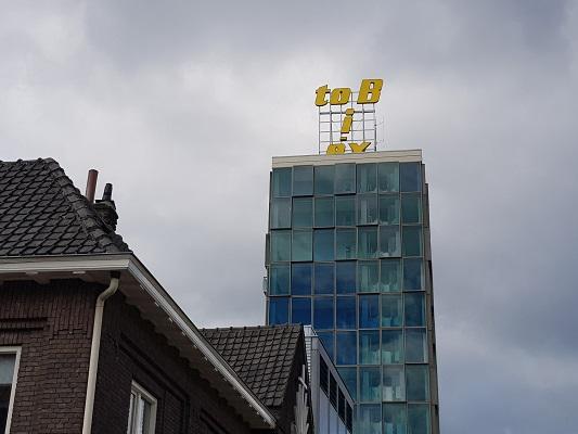 Wandelen buiten de binnenstad van Nijmegen over het Groesbeekpad naar Groesbeek bij Biotex-fabriek