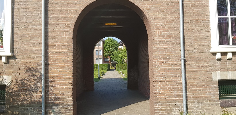Ik maak een wandeling met de gids van Gegarandeerd Onregelmatig Buiten de binnenstad van Nijmegen over het Wijchenpad