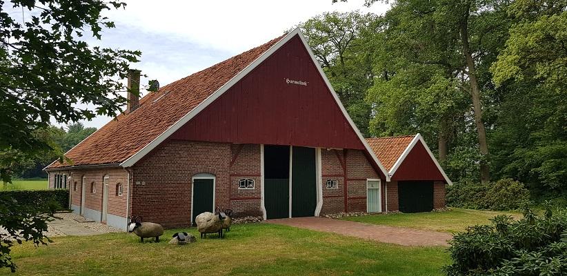 Wandeling over het Achterhoekpad van Winterswijk naar Bredevoort bij scholtenboerderij in De Mist