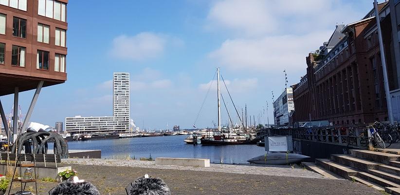 Wandeling door de binnenstad van Amsterdam in Oud-West aan het IJ