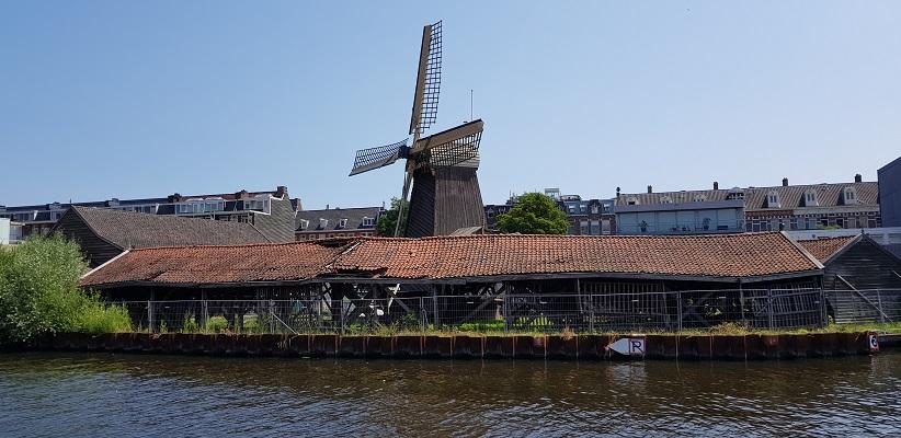 Wandeling door de binnenstad van Amsterdam in Oud-West bij molen de Otter