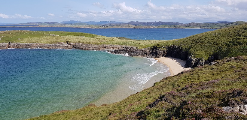 Wandeling op schiereiland Peninsula in Ierland op Melmore Head