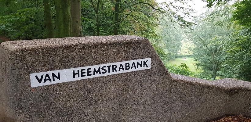 Wandelen buiten de binnenstad van Arnhem over het Parkenpad bij de Van Heemstrabank