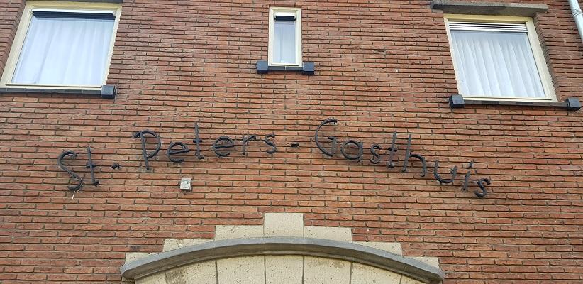 Wandeling door Vogelaarwijken in Arnhem van Gegarandeerd Onregelmatig bij voormalige St. Peters Gasthuis