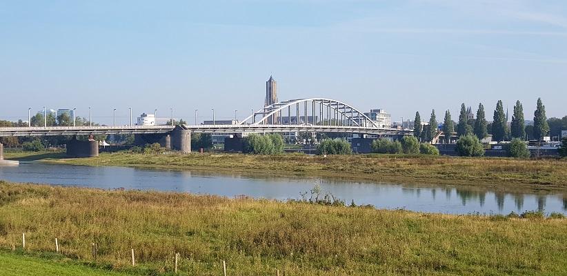 Wandeling door Vogelaarwijken in Arnhem van Gegarandeerd Onregelmatig met zicht op de John Frostbrug
