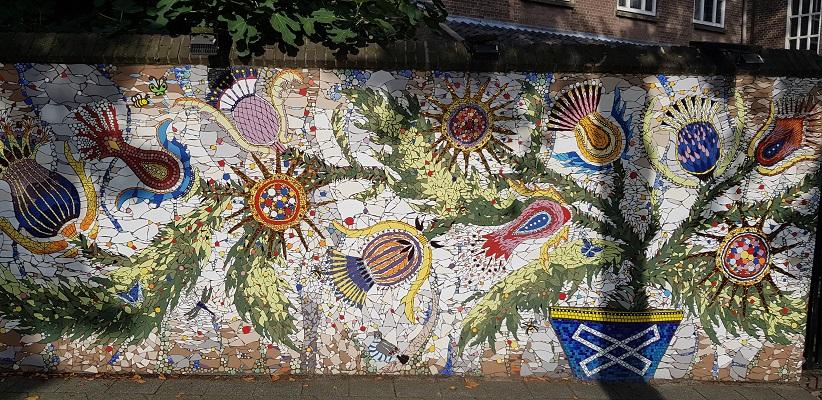 Kunstwerk mozaïek tijdens wandeling Creative Crosswalks Rotterdam
